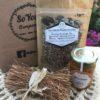 graines de courge, de lin, tournesol, sésames noirs et blancs, copeaux d'amandes Madagascar